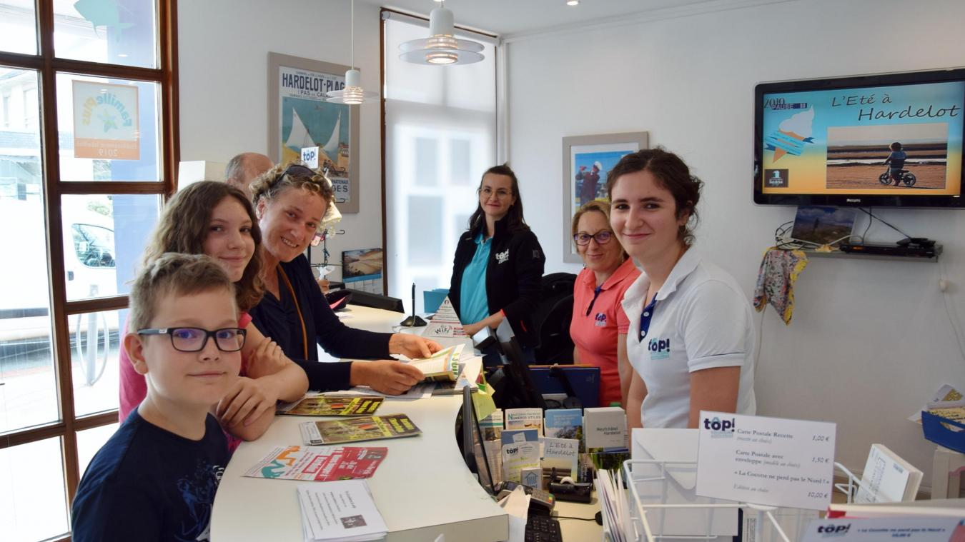 L'office de tourisme est ouvert toute l'année, avec son équipe de 3 personnes chargées de l'accueil, et autant qui viennent en été renforcer le staff.