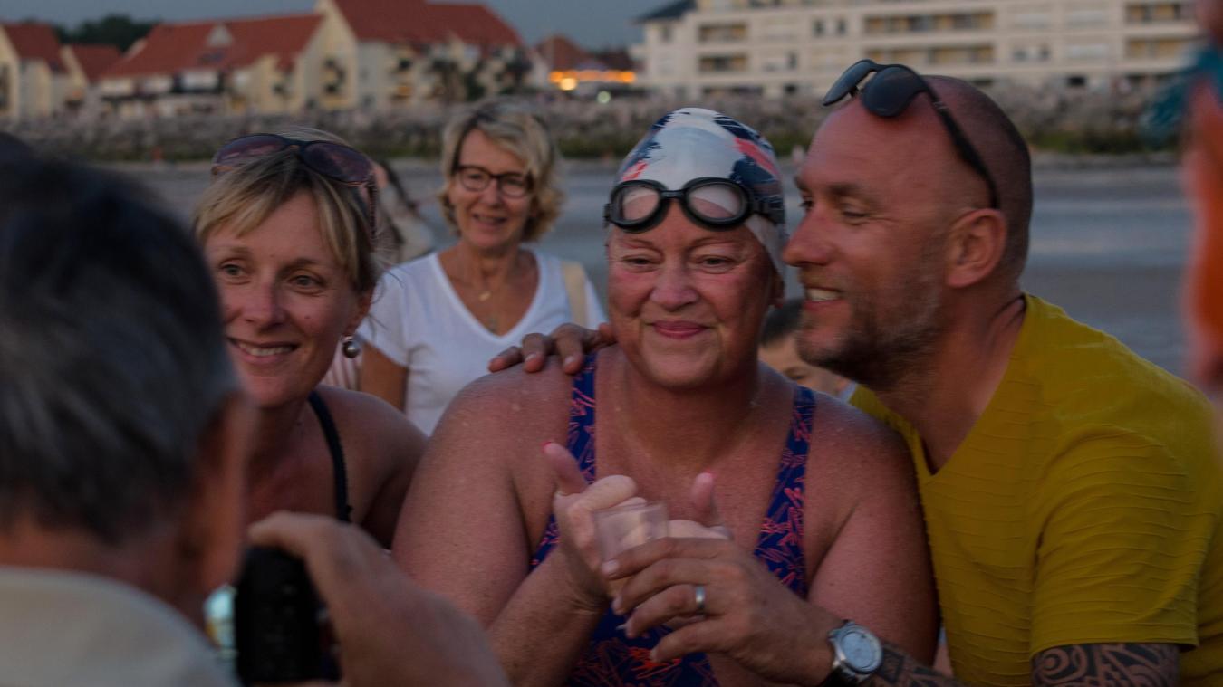 Wissant : après 18 heures de nage en mer, on lui offre un verre de rosé (photos et vidéo)