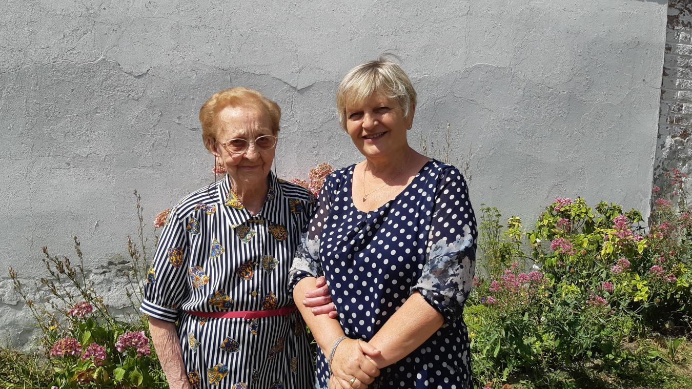 Marie-Louise reçoit chaque jour la visite de Blandine, l'une de ses filles.