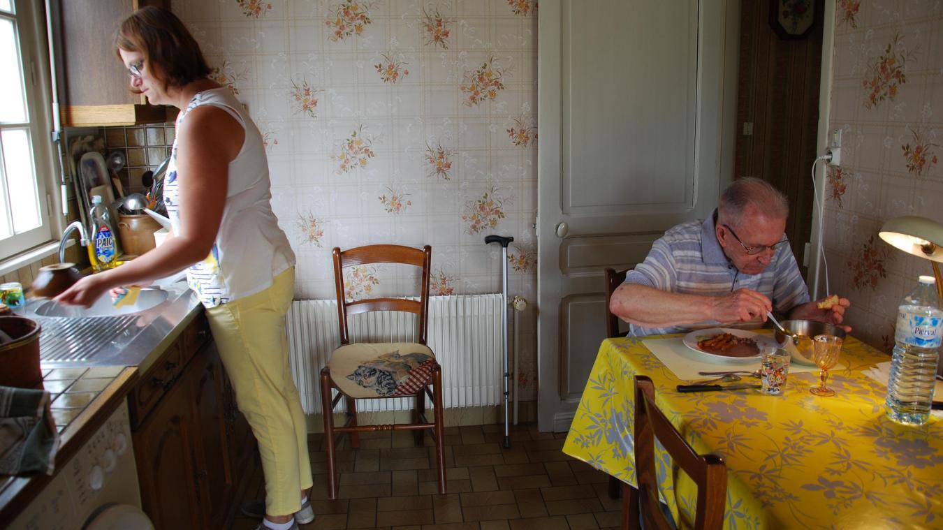 L'association Bien-Etre peine à recruter des personnes comme Ophélie Andries, auxiliaire de vie, pour travailler auprès des personnes âgées à domicile.