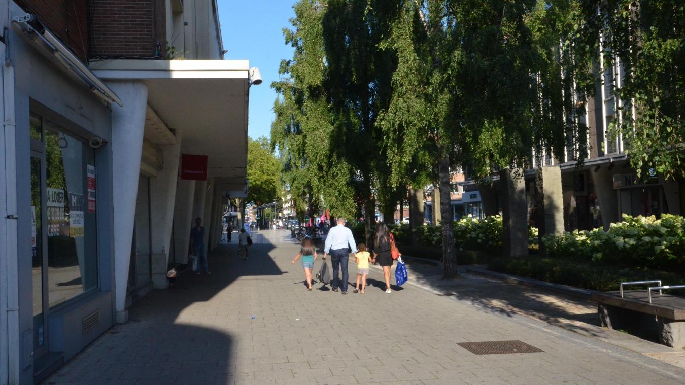 Les allées de la rue de la Marine, pourtant piétonnes, ne sont plus suffisantes pour retenir certains commerces.