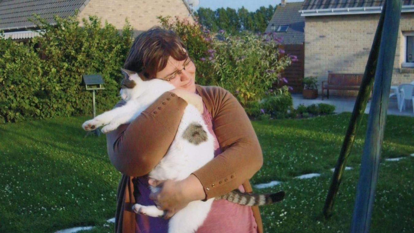 Sandrine Cappelaere et son association mènent une campagne de stérilisation auprès des chats errants et travaillent à la création d'un bar à chats.