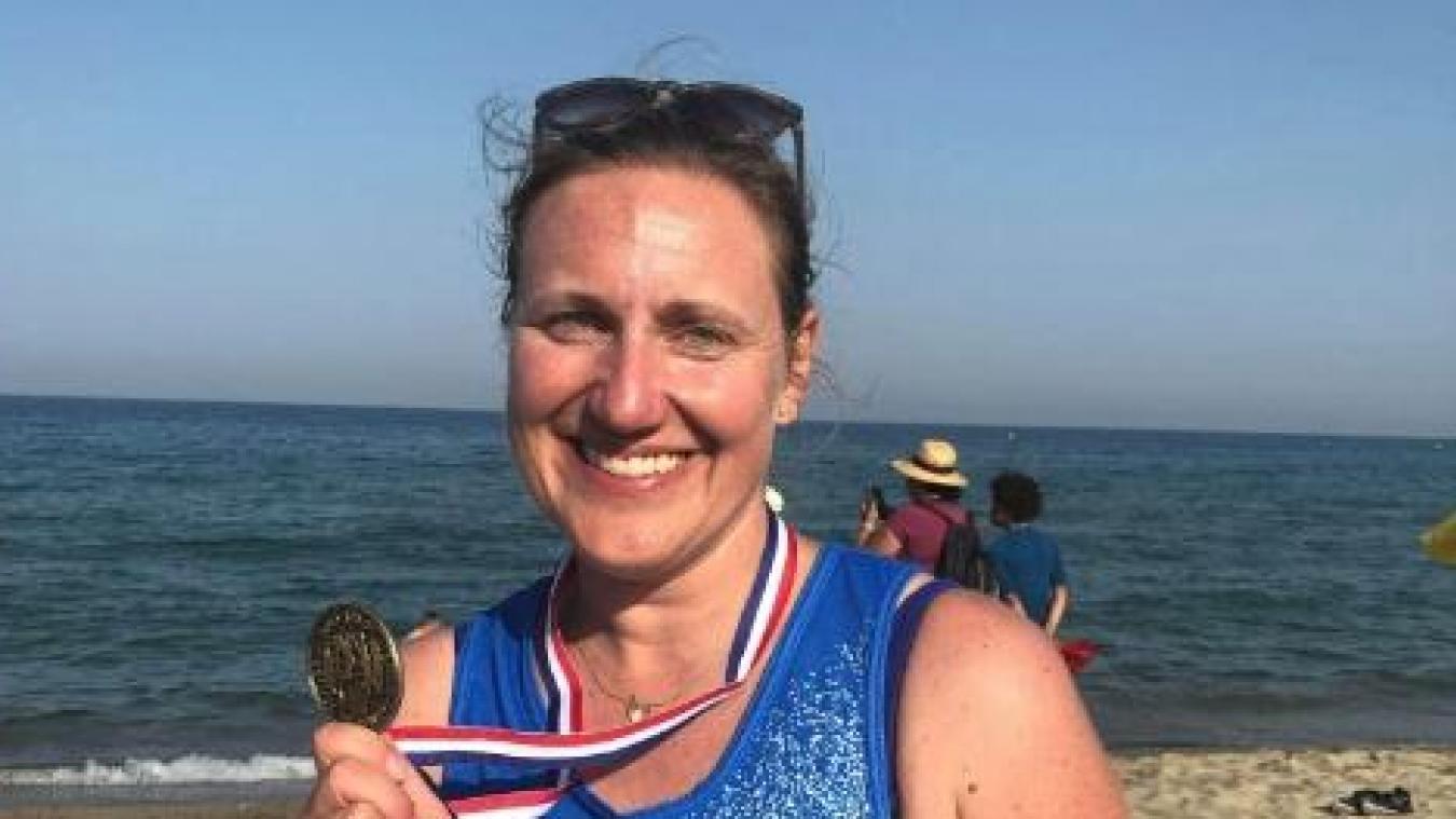 Nathalie Naglik, 43 ans, licenciée au club de Boulogne Canoë-Kayak, est devenue championne de France de longe côte le 29 juin.