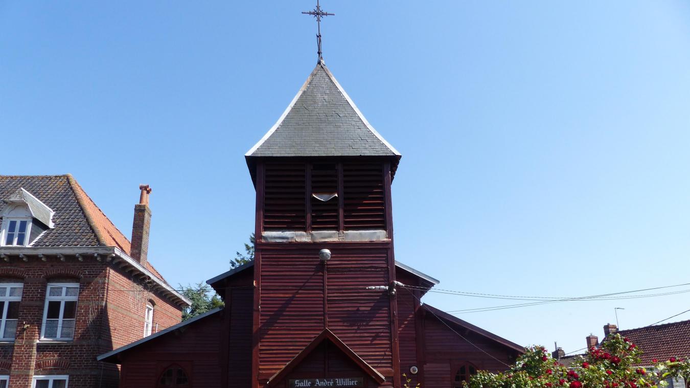 Il est rare qu'un clocher provisoire soit aussi bien conservé que celui de Morbecque.