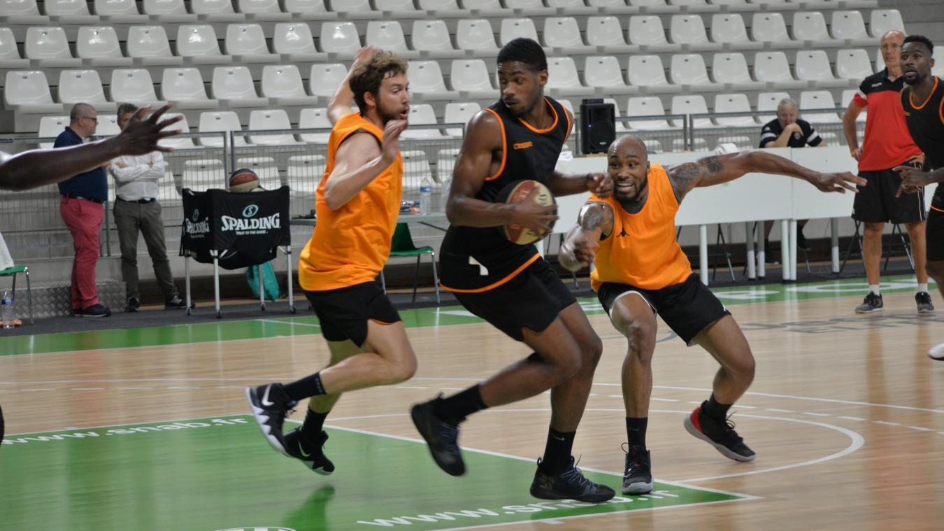 Les joueurs de l'ESSM ont réalisé leur premier entraînement sous les yeux d'une centaine de spectateurs au Chaudron.