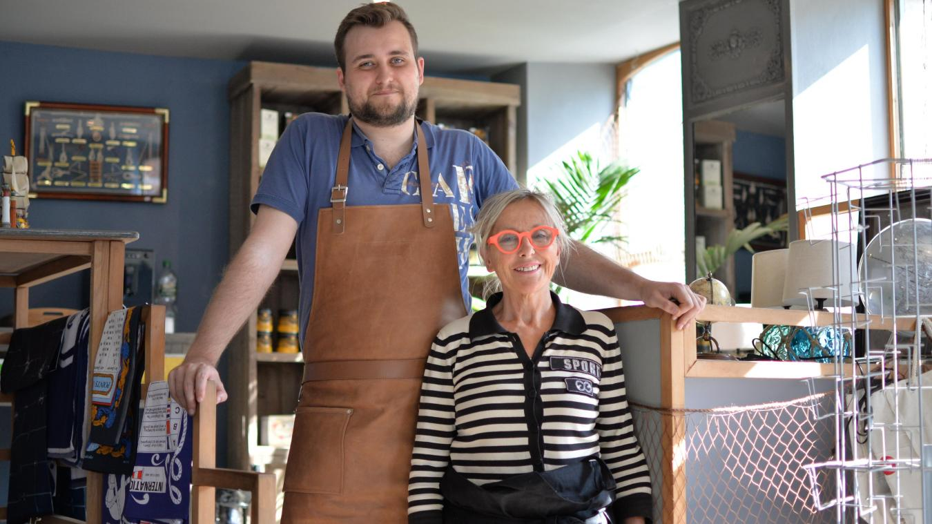 Marc-Antoine et sa mère Colette ont ouvert une boutique qui mêle objets liés au voyage et épicerie fine.