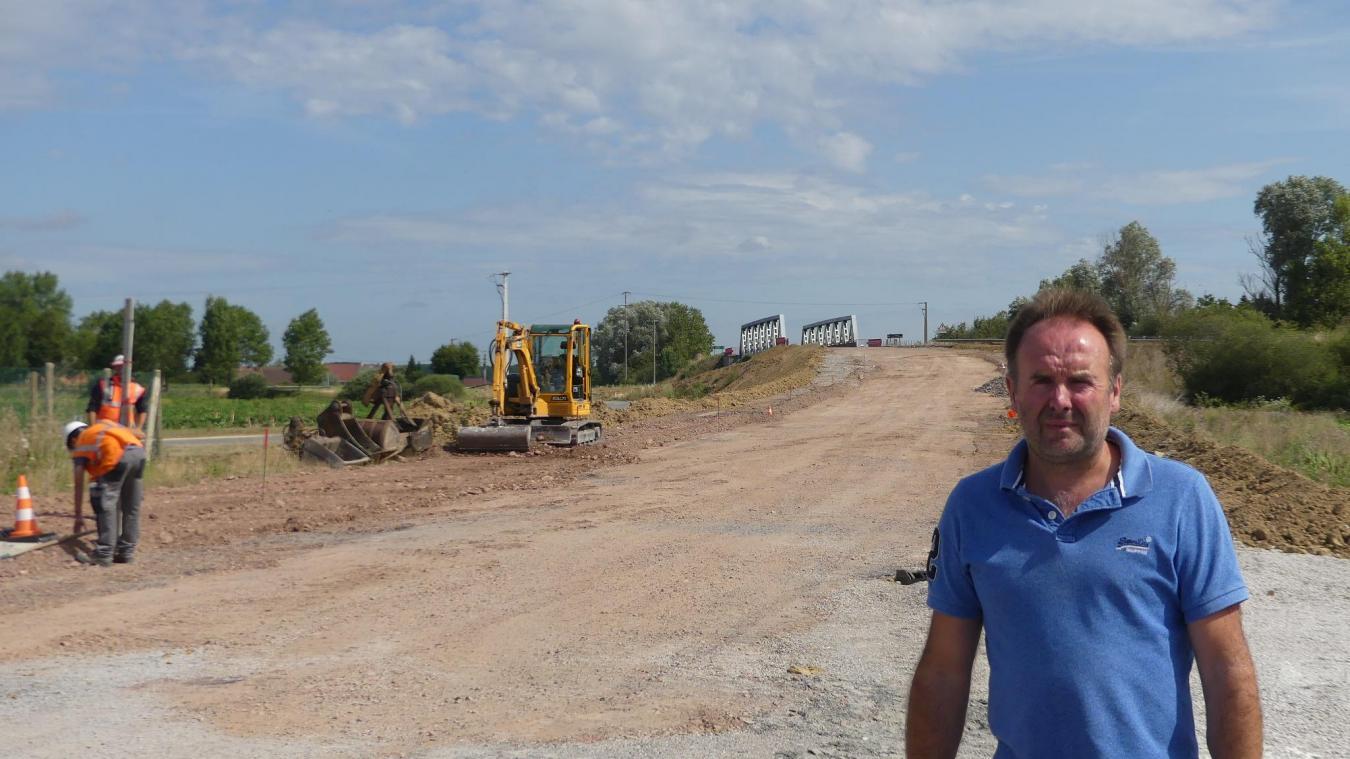 Franck Hannebicq, maire de la commune, conçoit les problèmes de circulation, mais précise que le contournement va permettre de faire « revivre le village ».