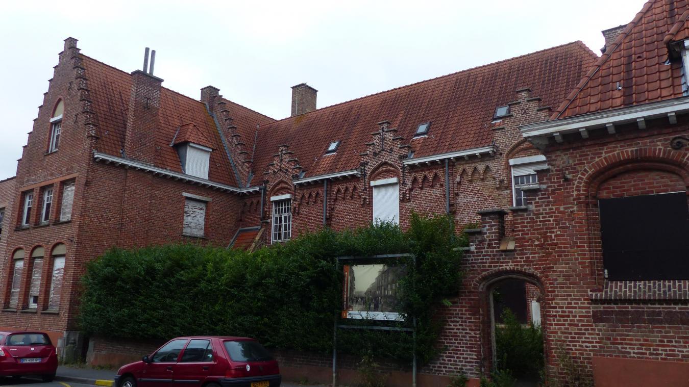 L'ancien orphelinat de Bailleul, dit la Maison des Hirondelles, est situé au 46 rue du musée.