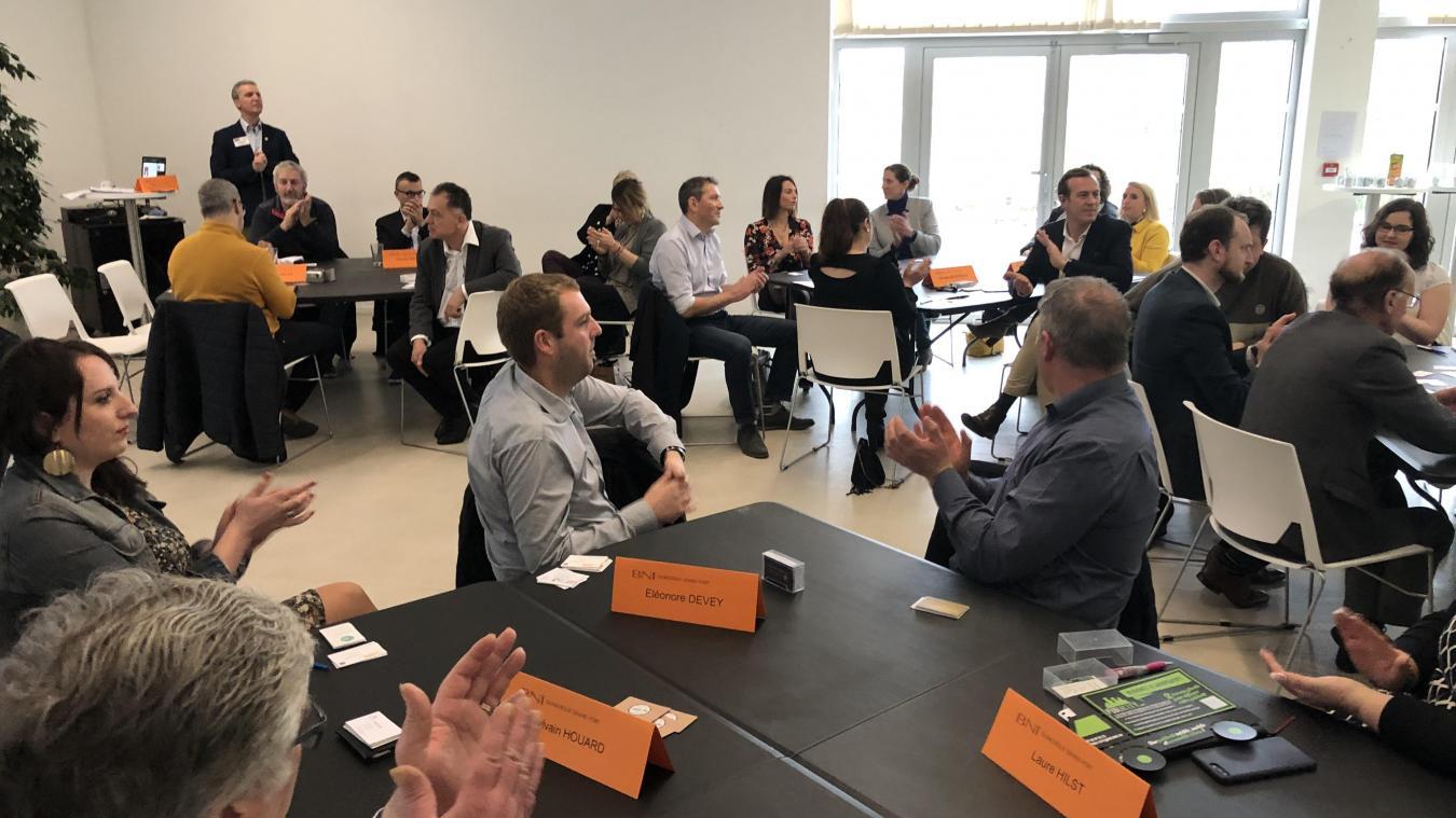 Les membres du réseau se réunissent chaque vendredi matin, entre 7 h et 9 h pour faire des recommandations et présenter leurs nouvelles contributions.