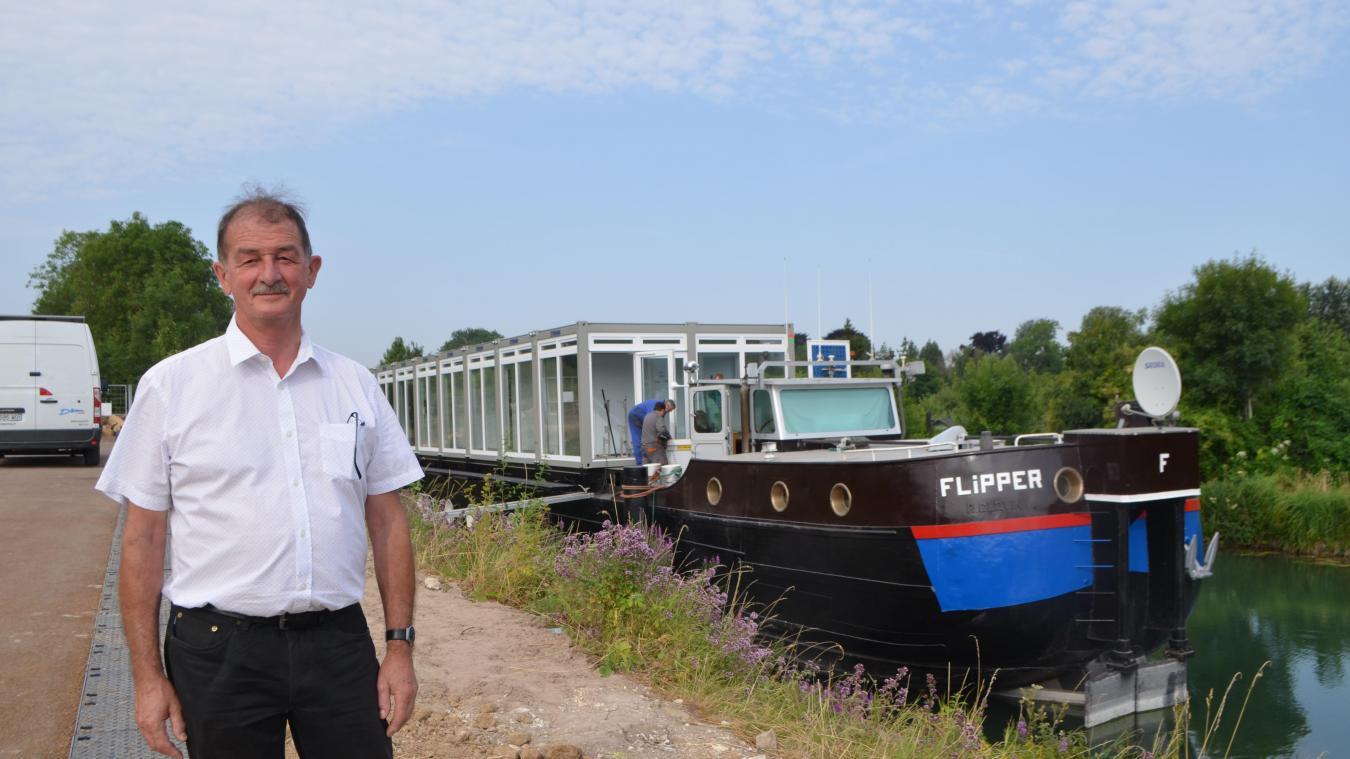 La péniche Flipper a été amarrée au Val de Scarpe : actuellement, le groupe Décima y mène des travaux d'aménagement. Frédy Décima espère pouvoir l'inaugurer début novembre.