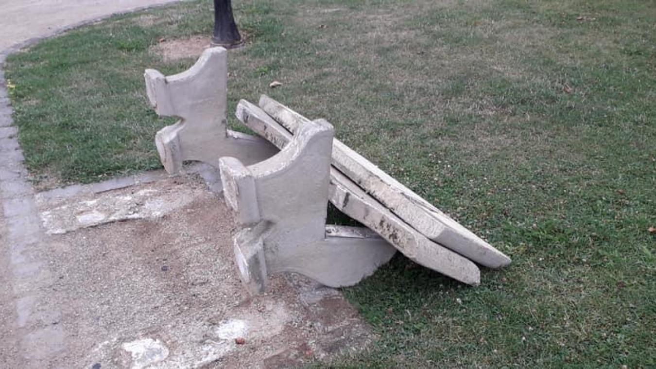 Liévin : cinq bancs détruits dans le jardin public