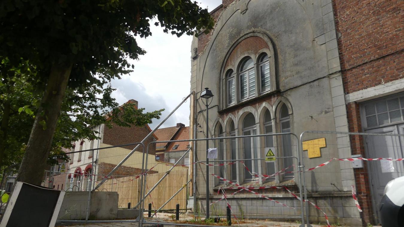 Cela fait plus d'un an que l'école Notre-Dame a été démolie pour laisser place au futur centre administratif. La bâtisse voisine continue à se dégrader.