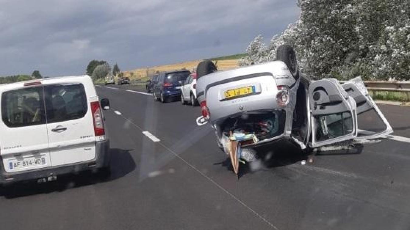 Béthune-Autoroute: une voiture sur le toit