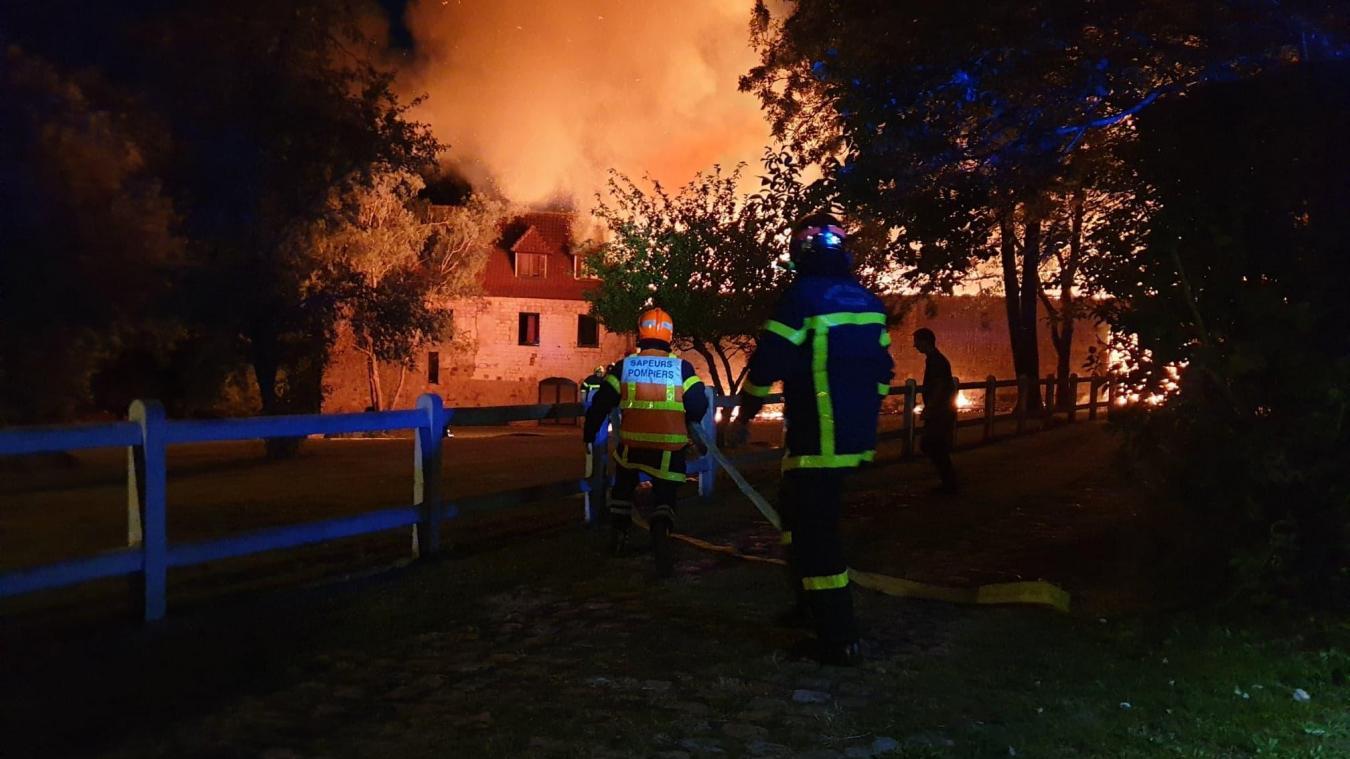 Mont-Saint-Éloi [Vidéos et photos]: une maison en feu