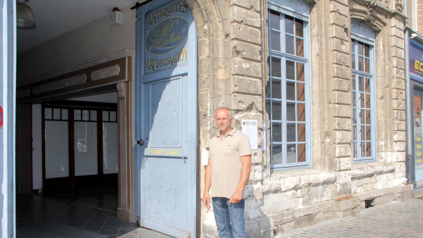 Christophe Masson souhait redynamiser l'hôtel d'Halluin, à Cassel, en y invitant des artistes à s'y installer.