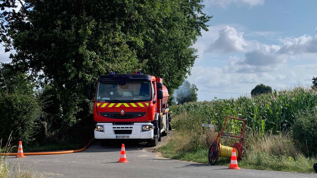 Une vingtaine de sapeurs-pompiers ont été mobilisés pour venir à bout de l'incendie.