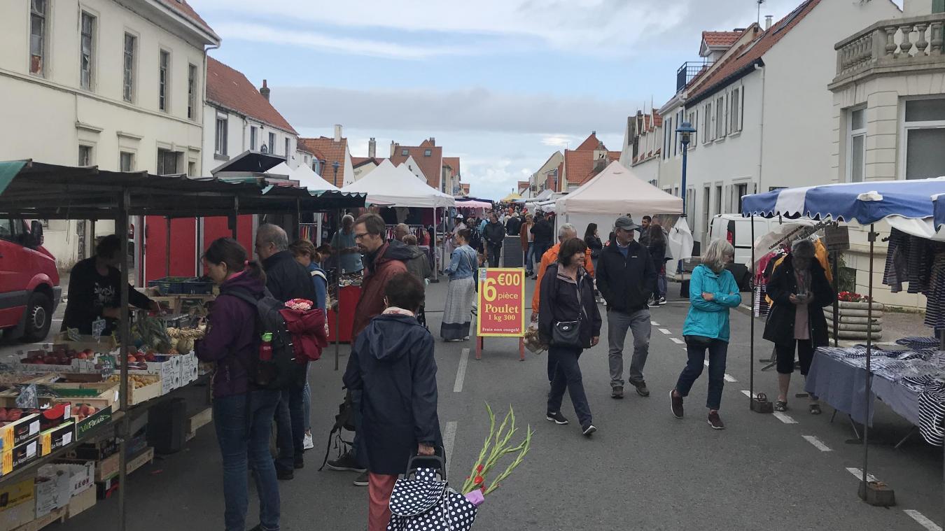 Les Audressellois interrogés sur le marché, lundi 12 août, n'accablent pas le maire du village malgré les faits qui lui sont reprochés.