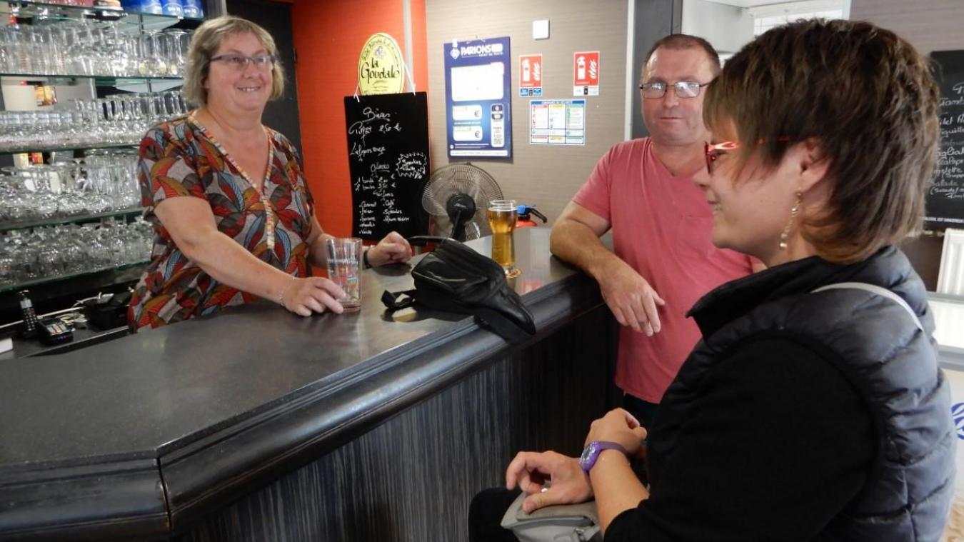 Nathalie Samiez, nouvelle gérante du café-brasserie Le Longchamp, va ouvrir des chambres d'hôtes.
