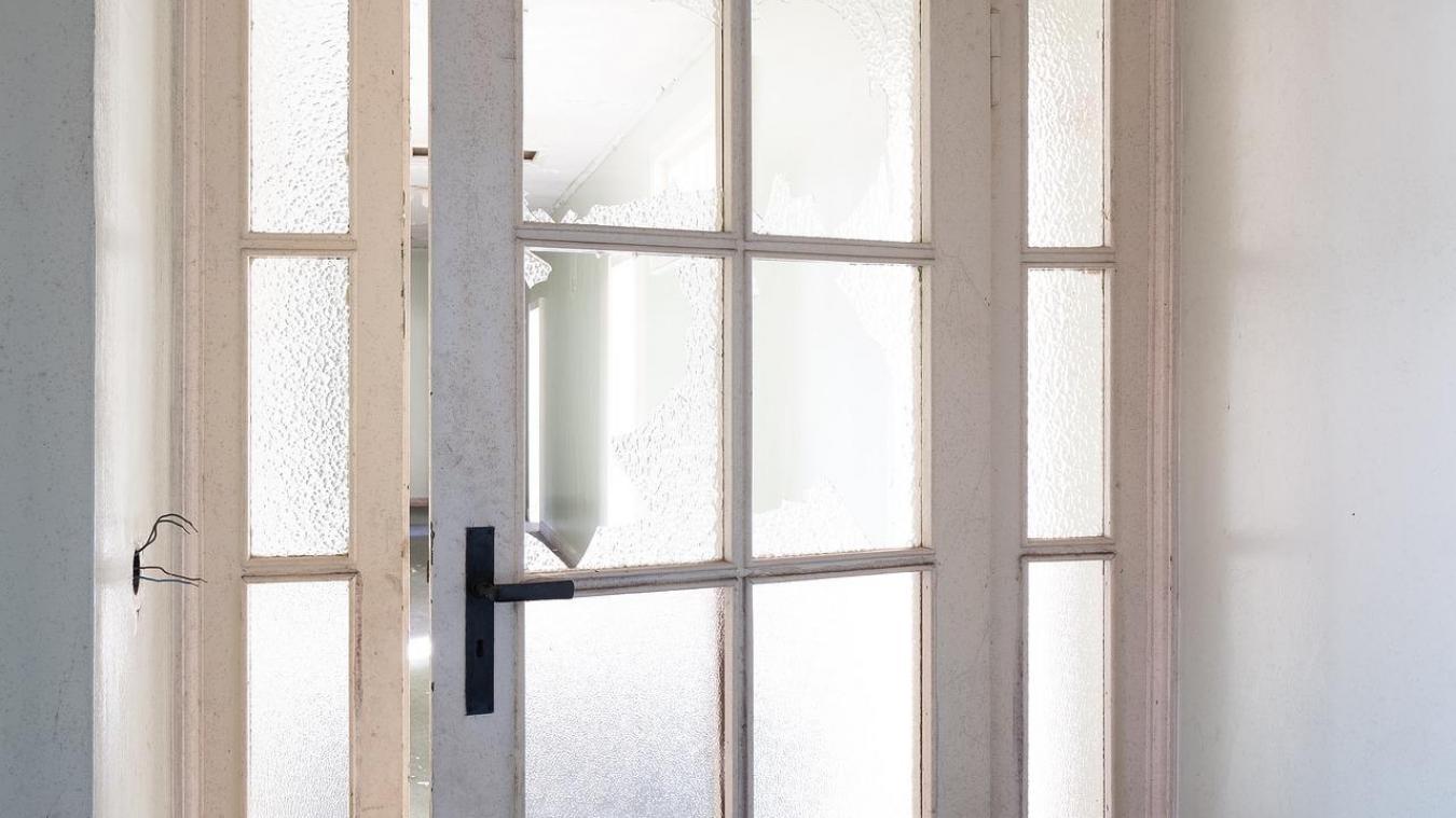 Le ou les voleurs sont entrés par effraction dans une maison à Vieux-Berquin en brisant la vitre de la porte de la cuisine. (Illustration - Pixabay)