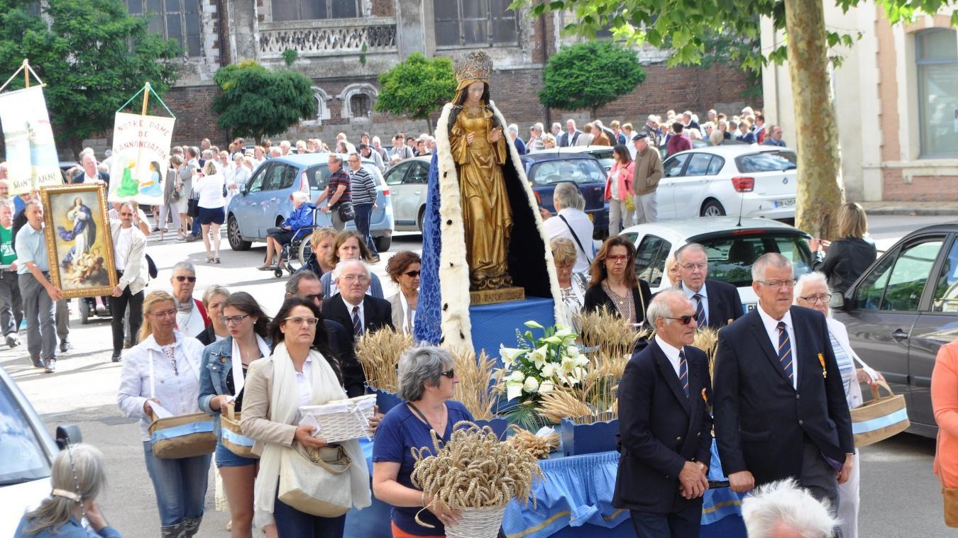 Dimanche 18 août, la neuvaine à Notre-Dame Panetière sera marquée par la procession suivie par des centaines de fidèles dans les rues d'Aire-sur-la-Lys. Départ à 15h de la Collégiale, en présence de l'évêque.