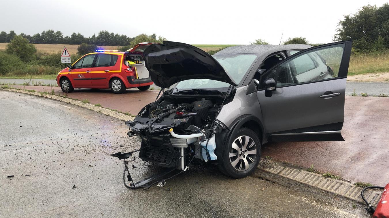 La collision a été très violente au carrefour près de l'échangeur de l'A16 à Wailly-Beaucamp.