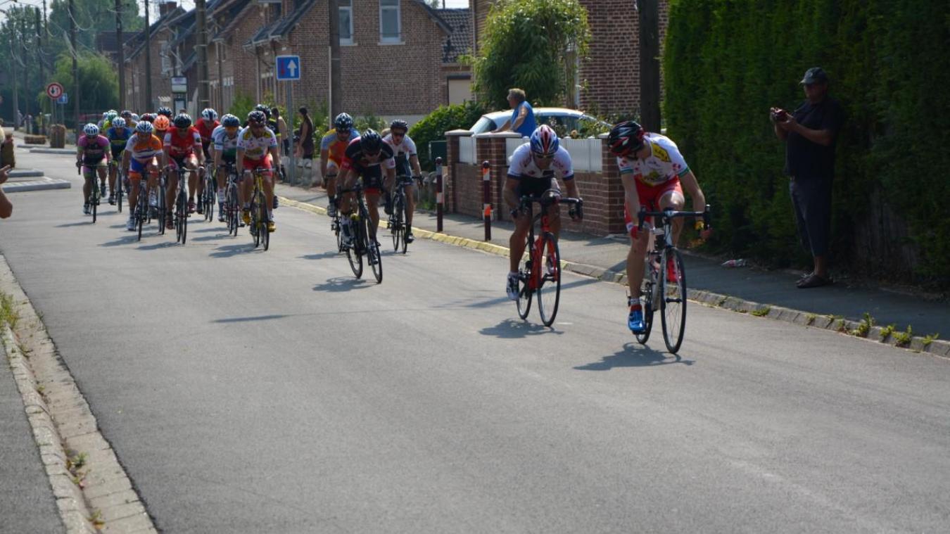 Le départ de la course est programmé à 15 heures au niveau du complexe sportif. Les coureurs  enchaîneront 15 tours.