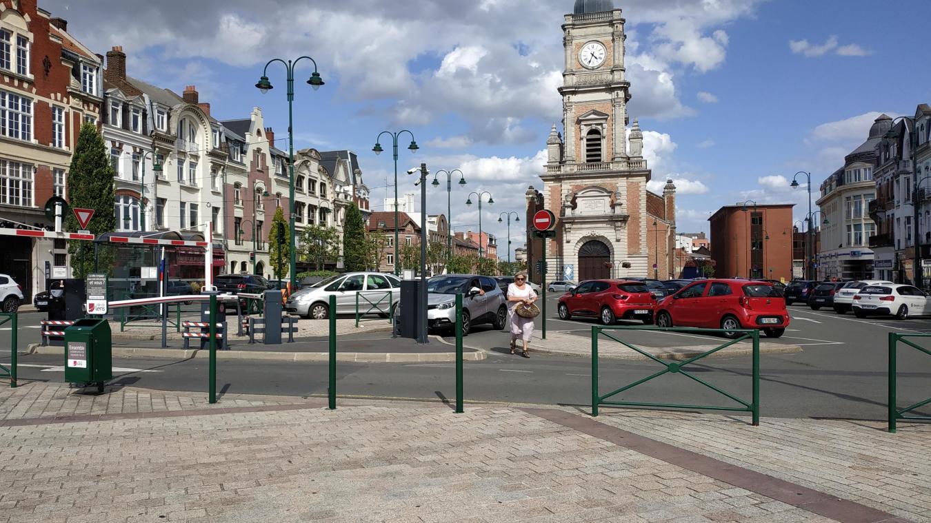 Samedi 10 août, la place Jean-Jaurès ne voyait que peu de passants. Sans doute la faute au match de football.