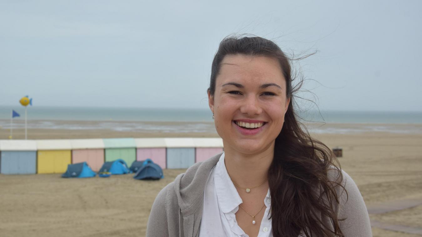 Même si elle vit en partie à Paris, Clémence garde bien vives ses racines berckoises, devant cette plage où elle a déjà passé nombre d'heures à exercer son sport favori : le char à voile.