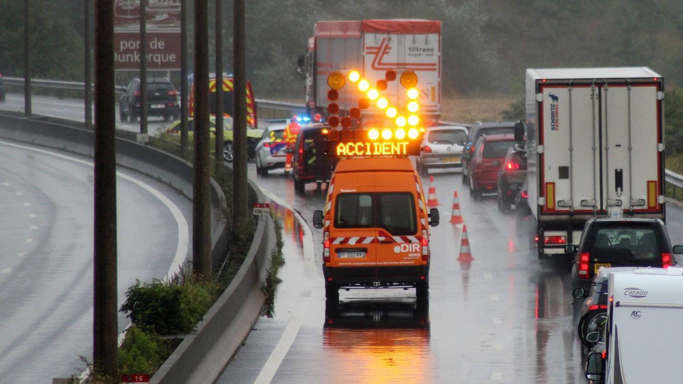L'accident a nécessité la réduction de la circulation à une voie.