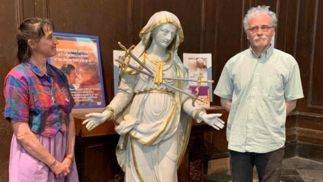 Cécile et Stéphane Lemaire ont redonné son éclat à la statue de Notre-Dame des Sept Douleurs.