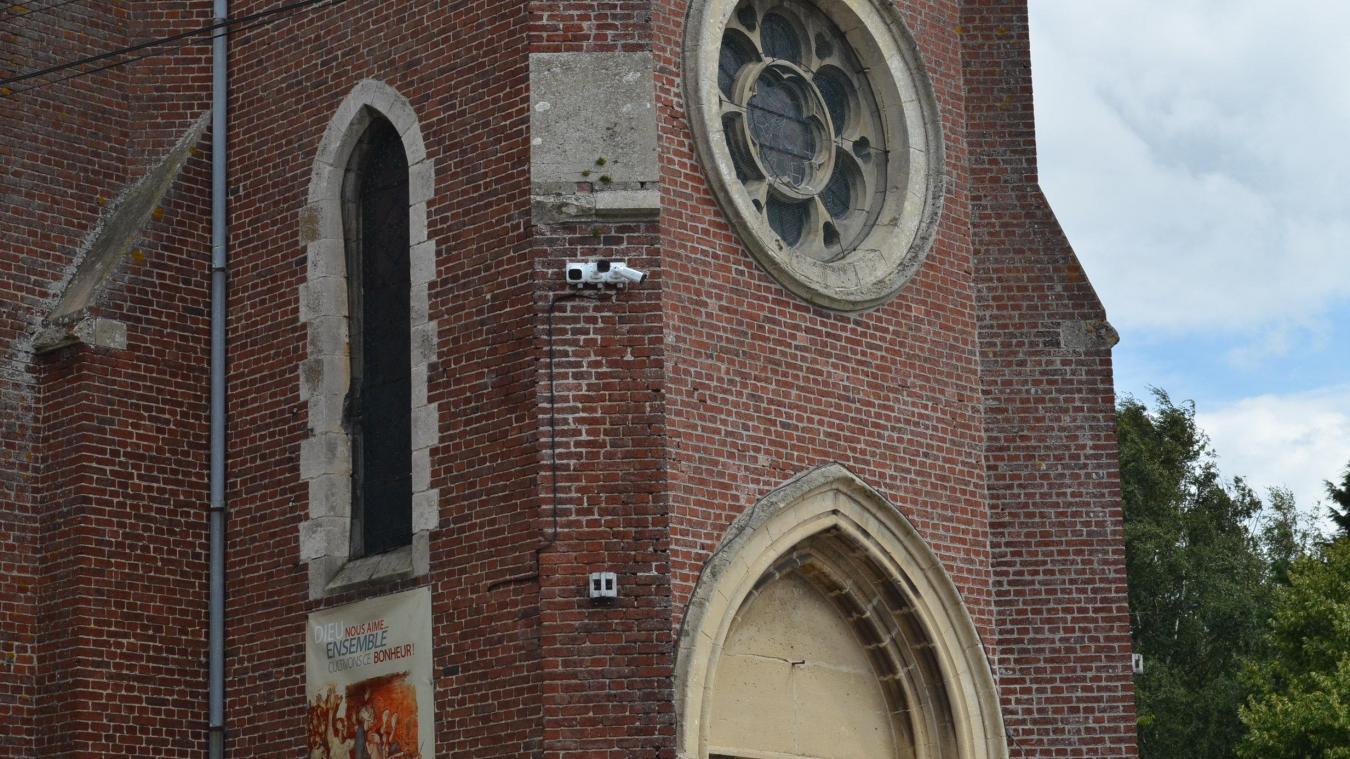 Les trois nouvelles caméras ont été installées sur l'église.