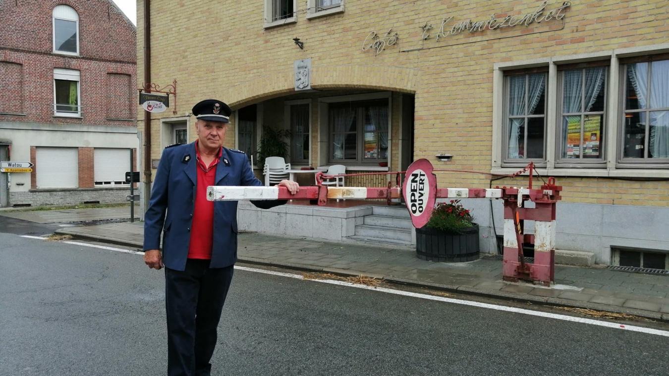 Wally Merlevede a repris l'ancien poste de douane à l'Abeele pour faire vivre le patrimoine. Le Kommiezenkot marquait la frontière entre la France et la Belgique.