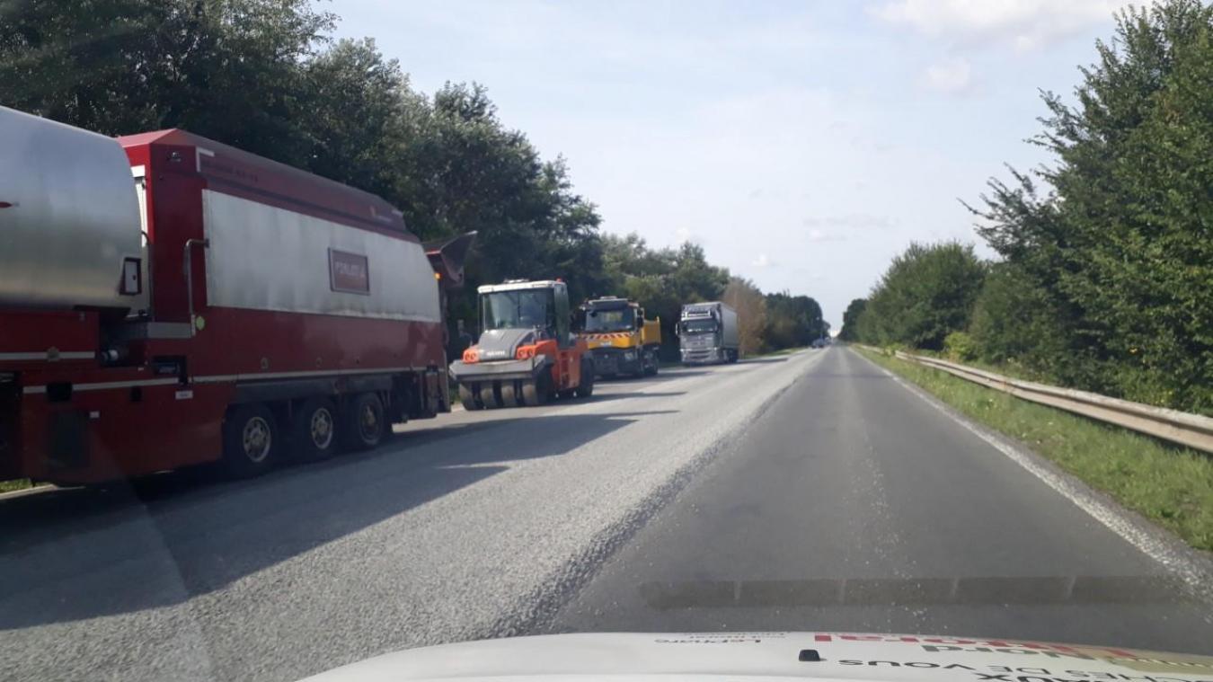 Pendant les travaux, la circulation n'est pas interrompue. Elle s'effectue en alternance.