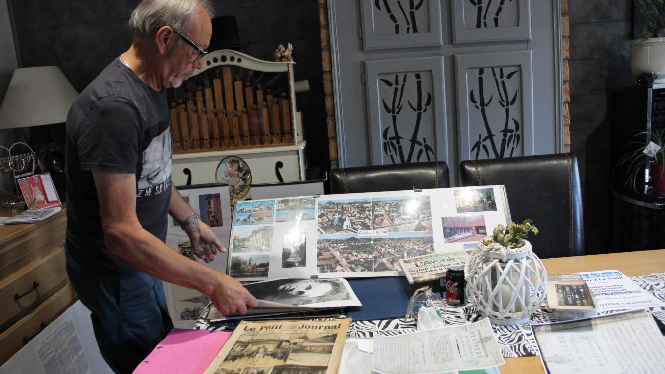 Serge Offroy rassemble des documents relatifs à l'histoire de la commune en vue d'une exposition.