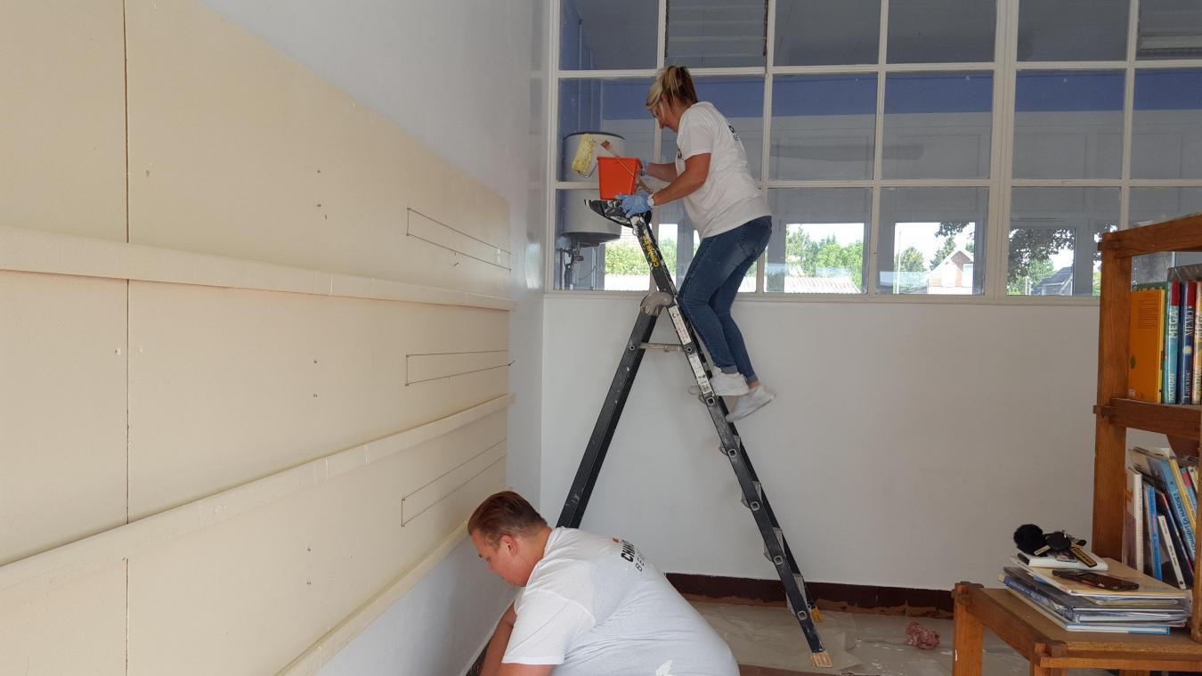 Des bénévoles ont mis la main à la pâte pour remettre les locaux en peinture.