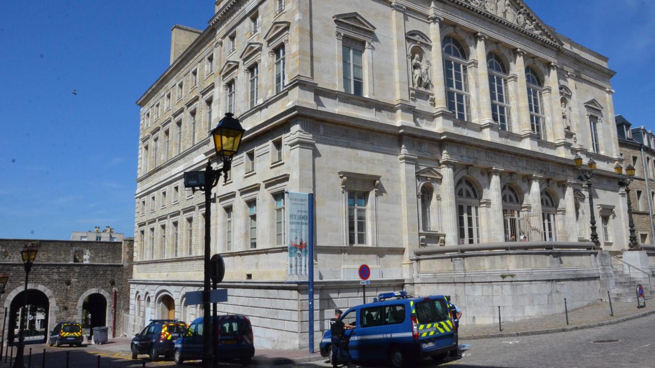 Le couple Carlisiens a été déféré devant le juge d'instruction, puis le juge des libertés ce vendredi 23 août, au tribunal de Boulogne-sur-Mer.