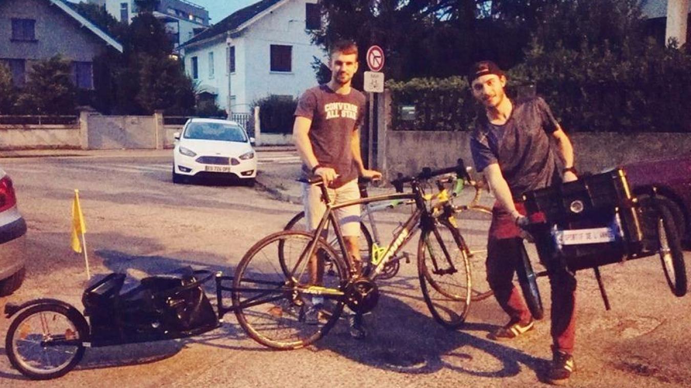 Paul Maillard, à gauche, et Hugo Fourniol, à droite, vont s'équiper de remorques pour traverser l'Hexagone.