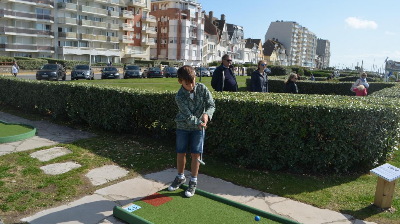 Le golf miniature c'est facile comme un jeu d'enfant et c'est une source de plaisir pour petits et grands.