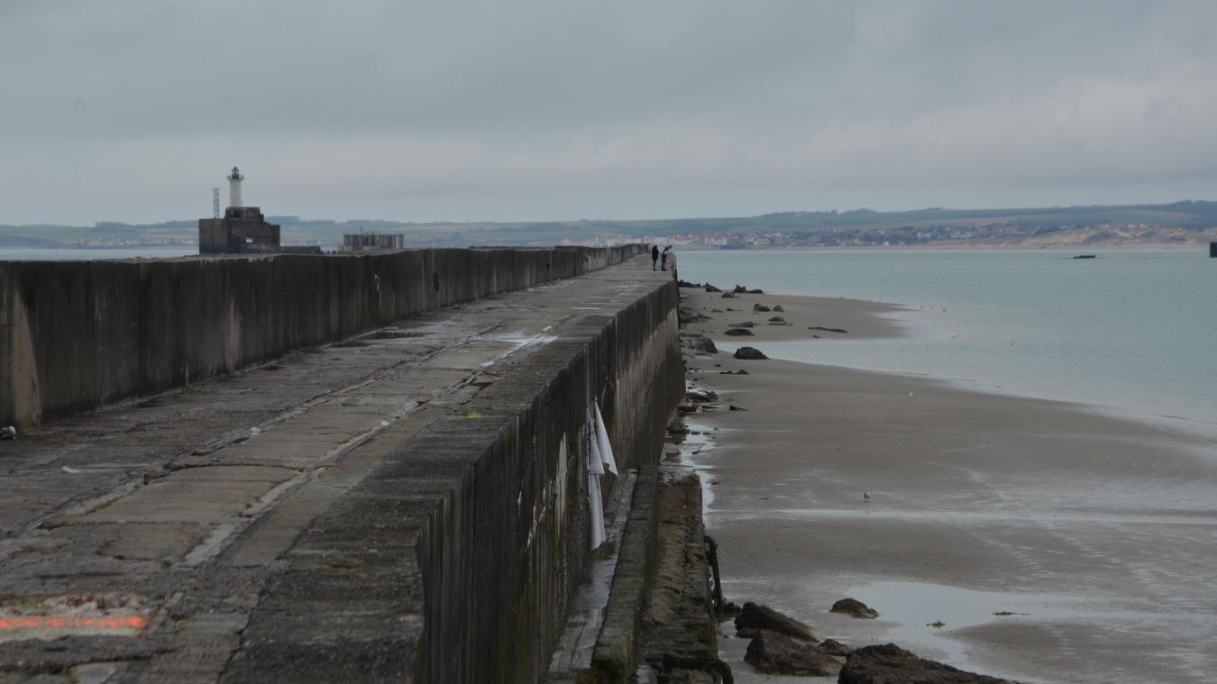 La digue Carnot est réputée dangereuse mais elle reste pourtant très fréquentée par les badauds et les pêcheurs.