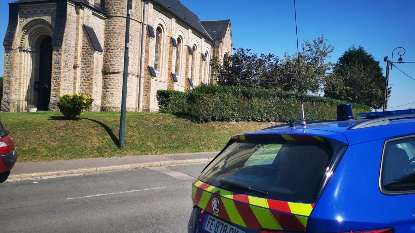 L'église de Carly et les entrées de village étaient particulièrement bien gardées, sous la surveillance de la compagnie de gendarmerie de Calais - Boulogne.