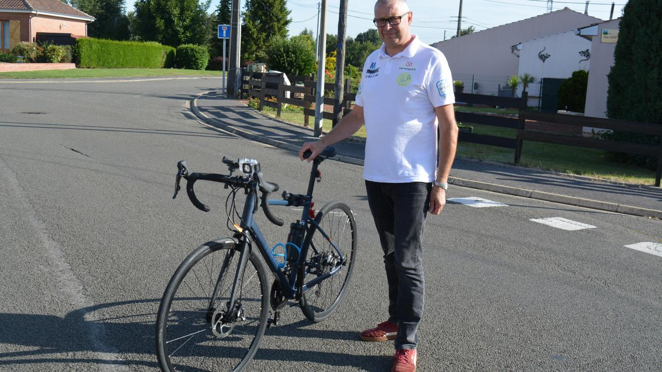 Atteint de sclérose en plaques, Philippe Lambert se prépare depuis un an. Il sera suivi par des médecins durant son tour de France.
