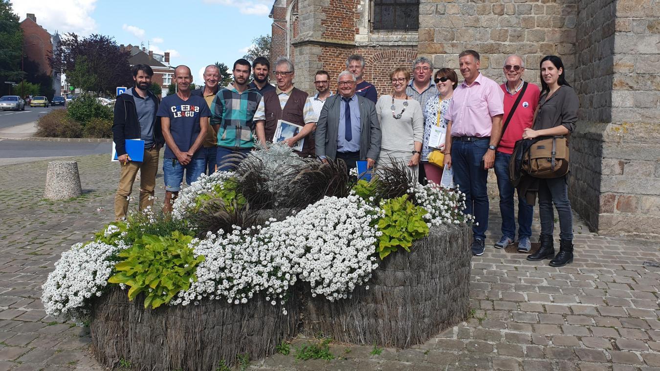 Le jury de fleurissement régional, les élus M. Arnouts et M. Perlein ainsi que des agents de la commune