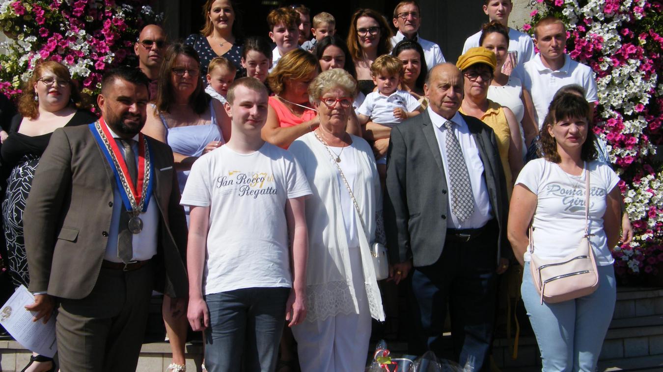 Claude et Danièle ont fondé une magnifique famille qui les accompagnent pour célébrer leur 60 ans de mariage.