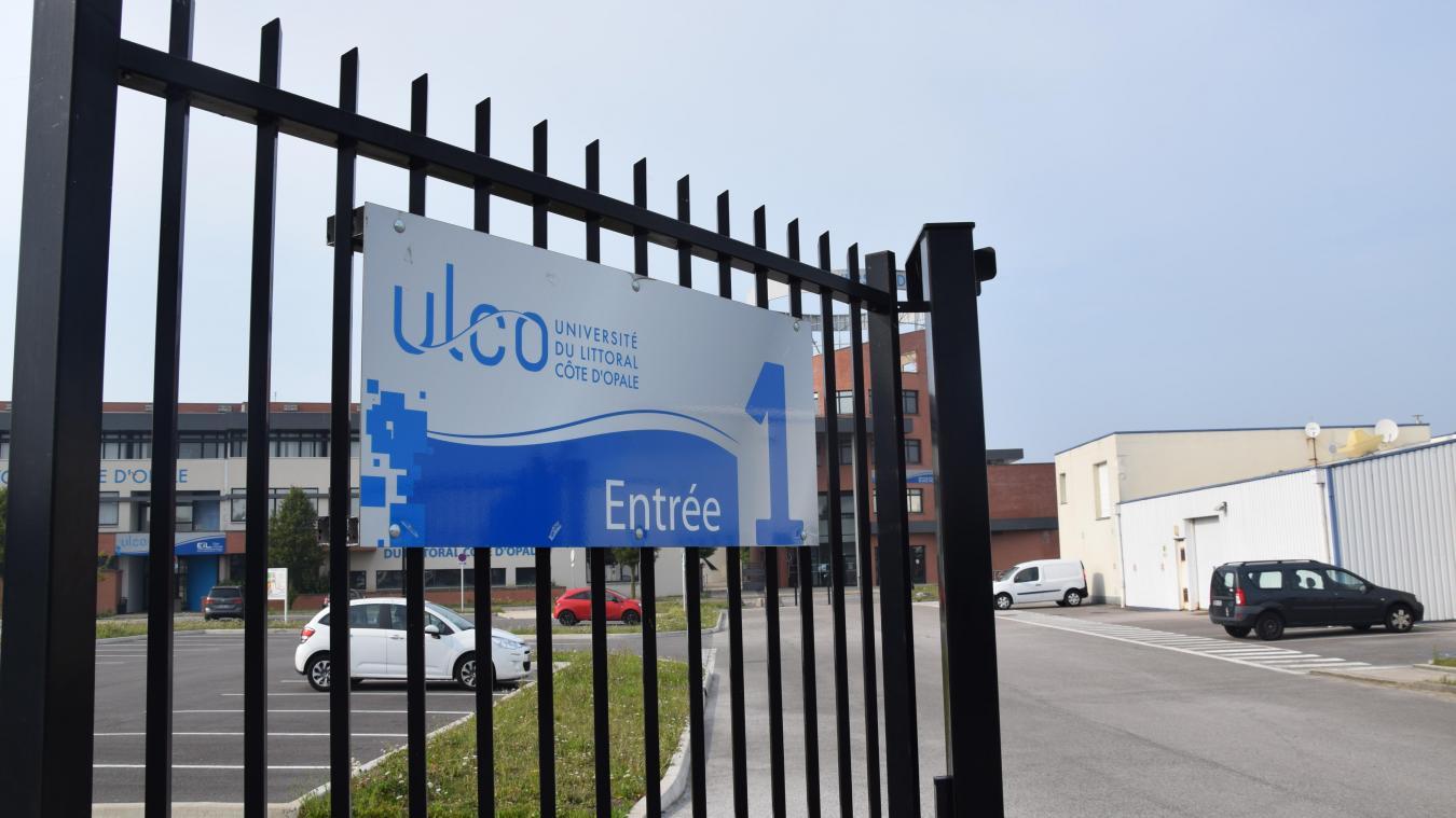Le quinquagénaire occupe le poste de directeur adjoint de l'école de commerce international de Dunkerque.