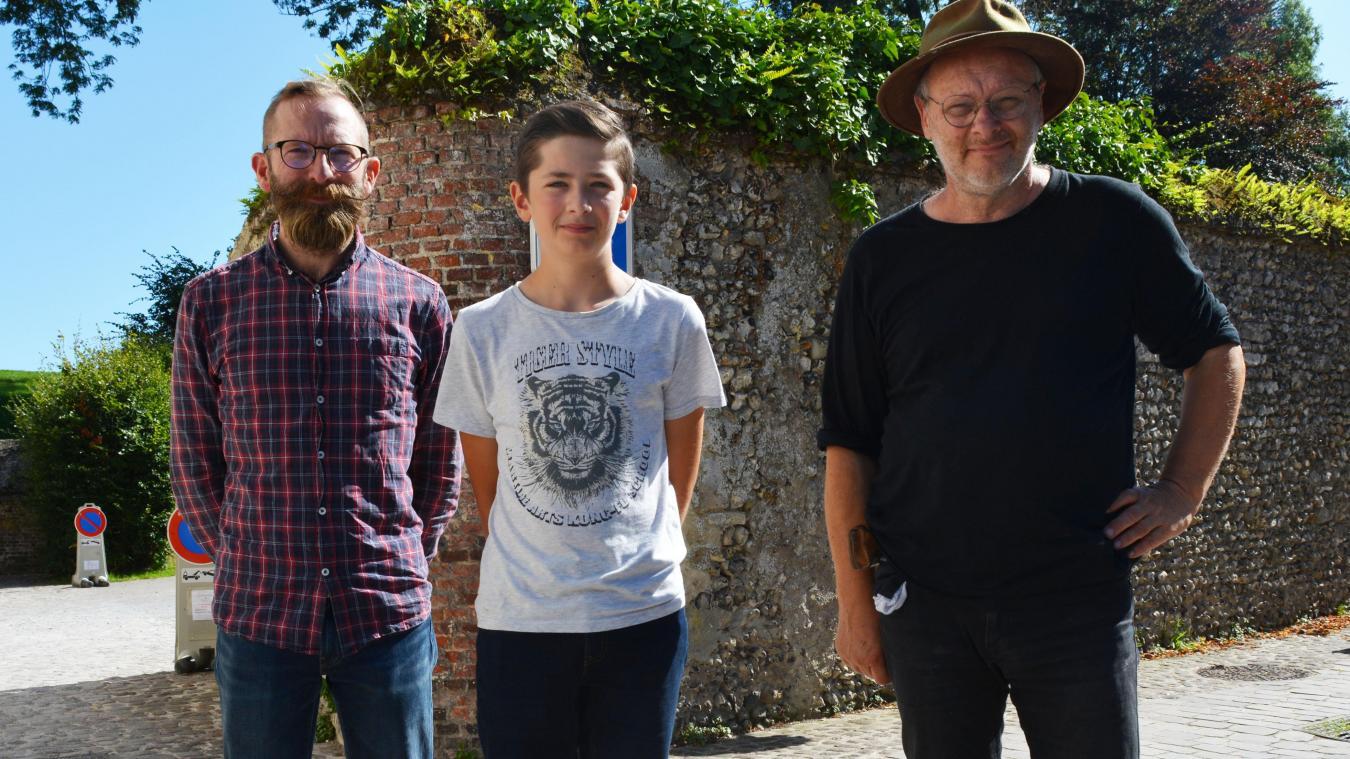 Au centre le jeune photographe Gauthier Poiret. Ici en compagnie de son père Fabien et de Dominique Gall.