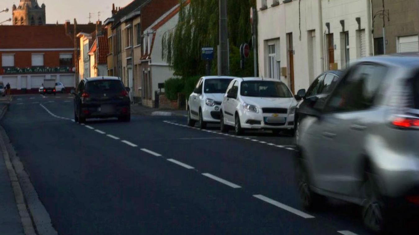 Rue Jean-Varlet, les riverains s'inquiètent de voir certains automobilistes rouler à vive allure.