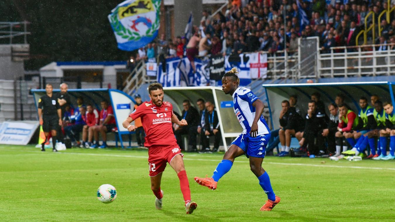 David Kabamba, ici lors de la victoire de l'USLD face à Béziers (2-1, le 16 septembre), a gagné ses galons de titulaire lors de ce début de saison.  ©Jean-Louis Burnod