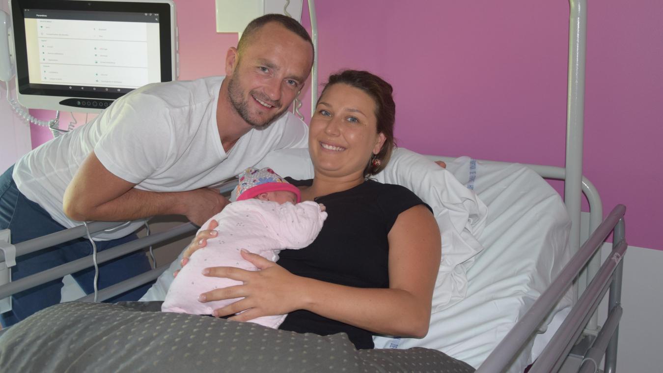 Frédéric et Lucie, avec leur fille Léontine.