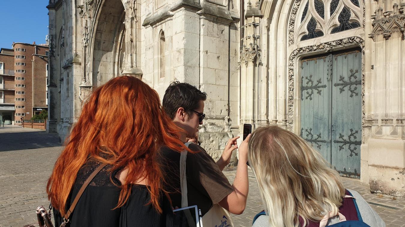 Les jeunes dunkerquois testent l'application « Dynamo » afin de la présenter à Gdansk.