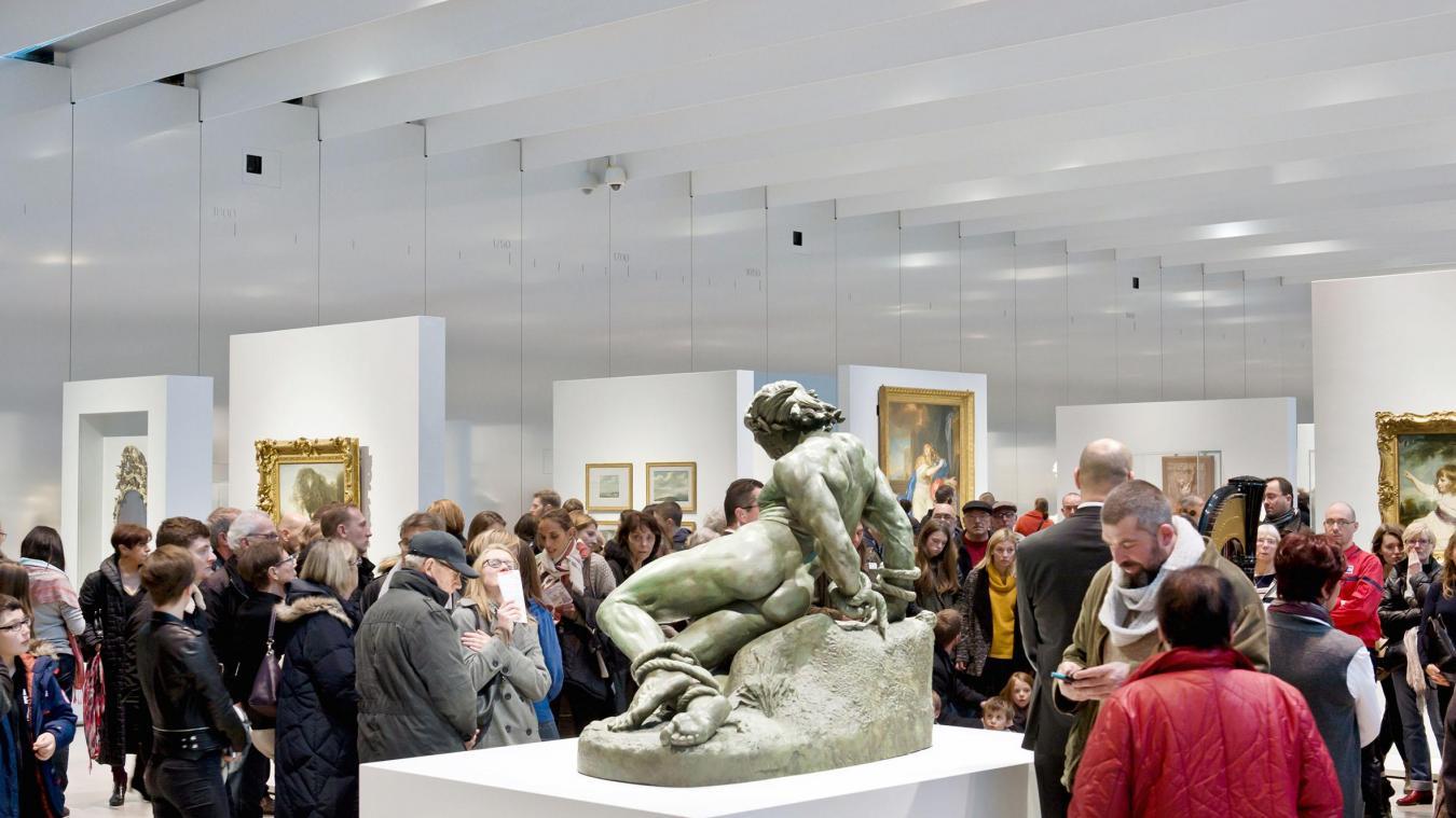 Le Louvre-Lens est le deuxième site culturel des Hauts-de-France (derrière Nausicaa) qui a enregistré le plus d'entrées payantes en 2018 (près de 483 000, presque 874 000 pour le centre national de la mer).